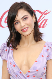 Jenna Dewan attended the Gold Meets Golden party wearing a chic layered cut.