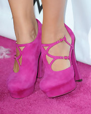 Jennifer showed off her suede asymmetrical pumps while hitting the Pink Party.