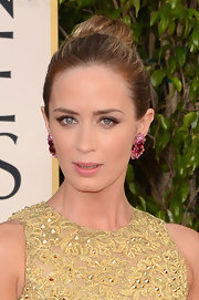 Emily Blunt stunned with a classic high bun, which she sported at the Golden Globes.