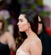 Megan Fox accented her Golden Globes gown with a pair of pink Lorraine Schwartz shoulder-dusting earrings.