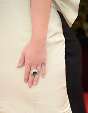 Kelly Osbourne added a touch of flash to her Golden Globes ensemble with an emerald ring.