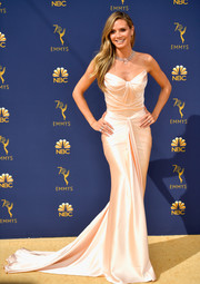 Heidi Klum went for classic glamour in a structured strapless gown by Zac Posen at the 2018 Emmys.
