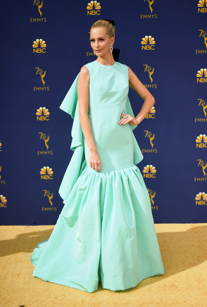 Poppy Delevingne was retro-glam at the 2018 Emmys in a tiffany-blue Giambattista Valli Couture gown with a ruffle back and a voluminous hem.