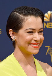 Tatiana Maslany sported a neat side-parted 'do at the 2018 Emmys.