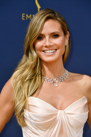 Heidi Klum looked effortlessly glam with her side-swept waves at the 2018 Emmys.