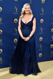Kirsten Dunst was a classic beauty in a pleated navy gown by Schiaparelli Couture at the 2018 Emmys.