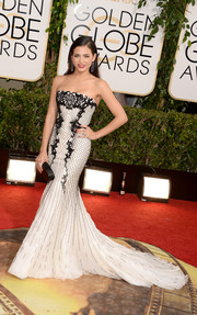 Jenna Dewan-Tatum was an absolute stunner in a strapless black-and-white mermaid gown by Roberto Cavalli during the Golden Globes.