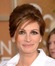Julia Roberts puffed her hair into a beehive for the Golden Globes.