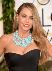 Sofia Vergara topped off her red carpet look with a stunning flower statement necklace.