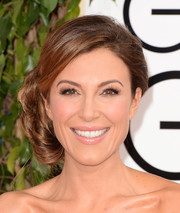 Thea Andrews looked oh-so-romantic with her side chignon during the Golden Globes.