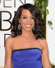 Shaun Robinson looked very girly with her high-volume curls during the Golden Globes.