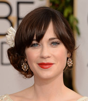 Zooey Deschanel topped off her Golden Globes red carpet look with a cute side knot.