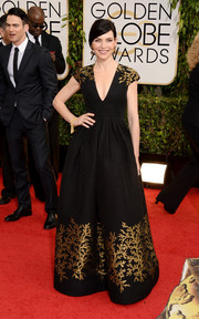 Julianna Margulies looked downright divine at the Golden Globes in a black Andrew Gn gown with gold embellishments.