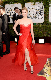 Kristen Connolly looked bold and elegant in a strapless red Lorena Sarbu gown with a thigh-baring slit during the Golden Globes.