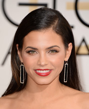 Jenna Dewan-Tatum went for simple styling with this straight side-parted 'do at the Golden Globes.