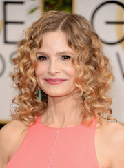 Kyra Sedgwick looked adorably youthful wearing her hair in tight curls at the Golden Globes.