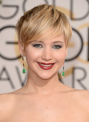 Jennifer Lawrence sealed off her Golden Globes red carpet look with an edgy layered razor cut.