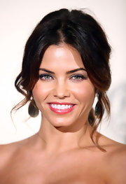 Jenna Dewan-Tatum completed her vibrantly colored ensemble with a shimmering strawberry-hued lip glaze.