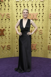 Kate McKinnon went for minimalist elegance in a sleeveless black gown by Narciso Rodriguez at the 2019 Emmy Awards.