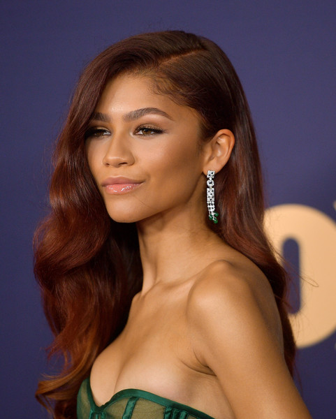 Zendaya Coleman looked like an Old Hollywood star wearing this long wavy 'do at the 2019 Emmy Awards.