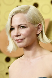 Michelle Williams sported a short side-parted 'do with flipped ends at the 2019 Emmy Awards.