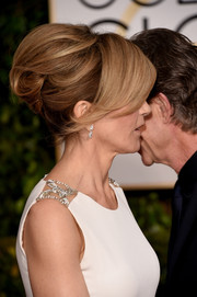Felicity Huffman went for some retro coolness with this beehive at the Golden Globes.