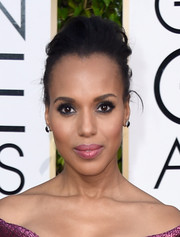 Kerry Washington styled her hair into a mildly messy pompadour for the Golden Globes.