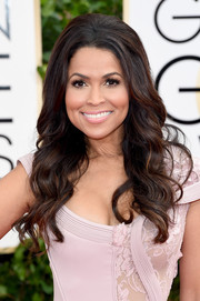 Tracey Edmonds looked mildly retro with her teased crown and pretty waves at the Golden Globes.