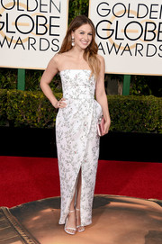 Melissa Benoist looked simply lovely in a flower-and-bird-print strapless gown by Monique Lhuillier at the Golden Globes.