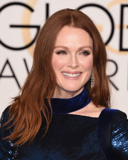 Julianne Moore paired her smoky eyeshadow with pale pink glossy lips.