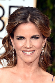 Natalie Morales looked lovely wearing this curly half-up 'do at the Golden Globes.