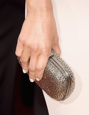 Maria Menounos held her silver round metallic clutch with her at the 2016 Golden Globes Awards.