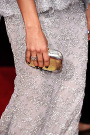 Malin Akerman brought a sleek silver metallic clutch with her to the 2016 Golden Globes Awards.