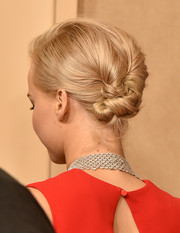 Jennifer Lawrence looked cool at the Golden Globes wearing this knotted updo.
