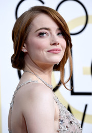 Emma Stone looked romantic wearing this very loose chignon at the Golden Globes.