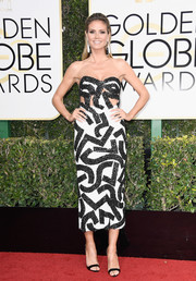 Heidi Klum was modern and vibrant at the Golden Globes in a J. Mendel Couture strapless dress rendered in an abstract pattern with peekaboo detailing.