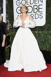 Sarah Jessica Parker attended the Golden Globes rocking a cold-shoulder wedding dress from the Vera Wang Bridal Fall 2017 collection.