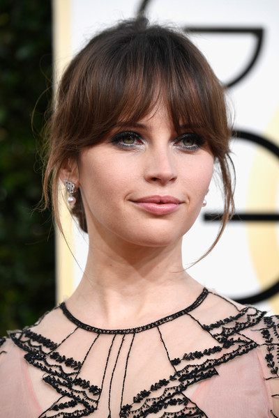 Felicity Jones wore a chignon and her signature eye-grazing bangs at the Golden Globes.