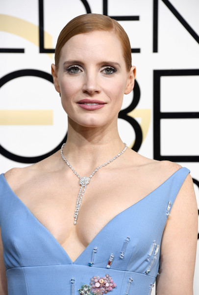 Jessica Chastain showed off a magnificent diamond lariat necklace by Piaget at the Golden Globes.