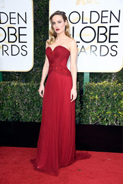 Brie Larson channeled Jessica Rabbit with this figure-flaunting red sweetheart gown by Rodarte at the Golden Globes.