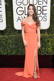Aly Raisman rocked the off-the-shoulder trend with this coral Rita Vinieris number at the Golden Globes.