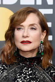 Isabelle Huppert showed off an ultra-luxe pair of emerald and diamond chandelier earrings by Chopard.