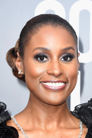 Issa Rae pulled her hair back into a tight, twisted bun for the 2018 Golden Globes.