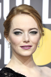 Emma Stone went heavy on the gray eyeshadow for a sexy-edgy beauty look.