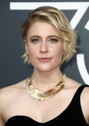 Greta Gerwig added major shine with a gold collar necklace by Tiffany & Co.
