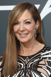 Allison Janney opted for a simple straight 'do with side-swept bangs when she attended the 2018 Golden Globes.