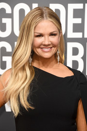 Nancy O'Dell left her long hair loose with a center part and just a slight wave when she attended the 2018 Golden Globes.