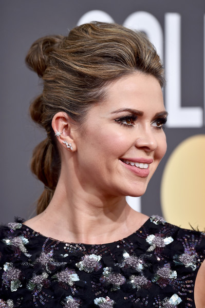 Carly Steel wore a glamorous segmented ponytail at the 2018 Golden Globes.