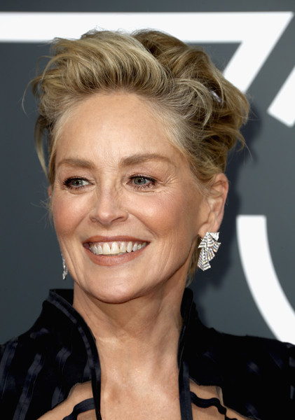 Sharon Stone looked punky with her mussed-up 'do at the 2018 Golden Globes.