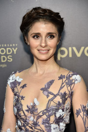 Shiri Appleby looked totally enchanting with her braided updo paired with a floral-embroidered gown at the Peabody Awards.